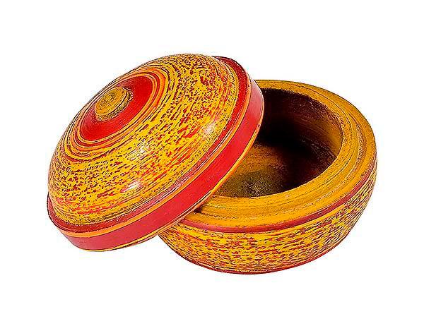Petite boite en bois peinte en jaune et rouge 1