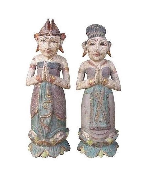 Set de 2 statuettes en bois de 2 villageois Balinais en costume de cérémonie 1