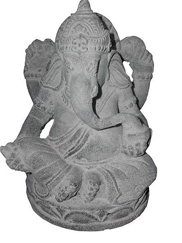 Ganesh en  pierre de lave